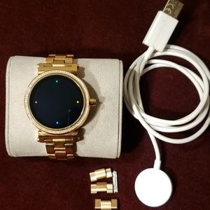 Michael Kors Gold Smartwatch Sophie